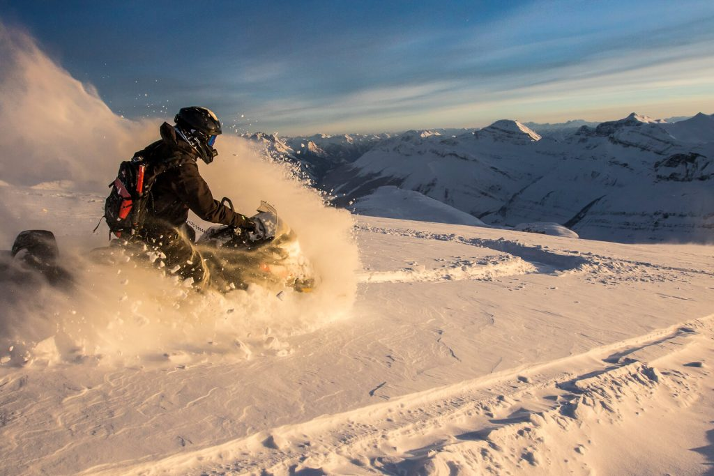 A nice turn, up high in the sun set. Pic: @SledBiglines